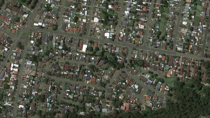 Використовуються актуальні супутникових знімків з роздільною здатністю 0,3–0,5 м
